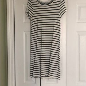 Pullover black and white striped dress